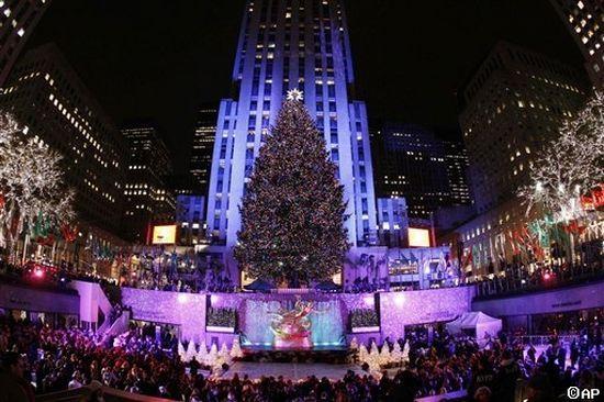 The 2013 Rockefeller Center Christmas Tree Lighting. by JULIAN MACIAS , 132  Views. FacebookTwitter - The 2013 Rockefeller Center Christmas Tree Lighting
