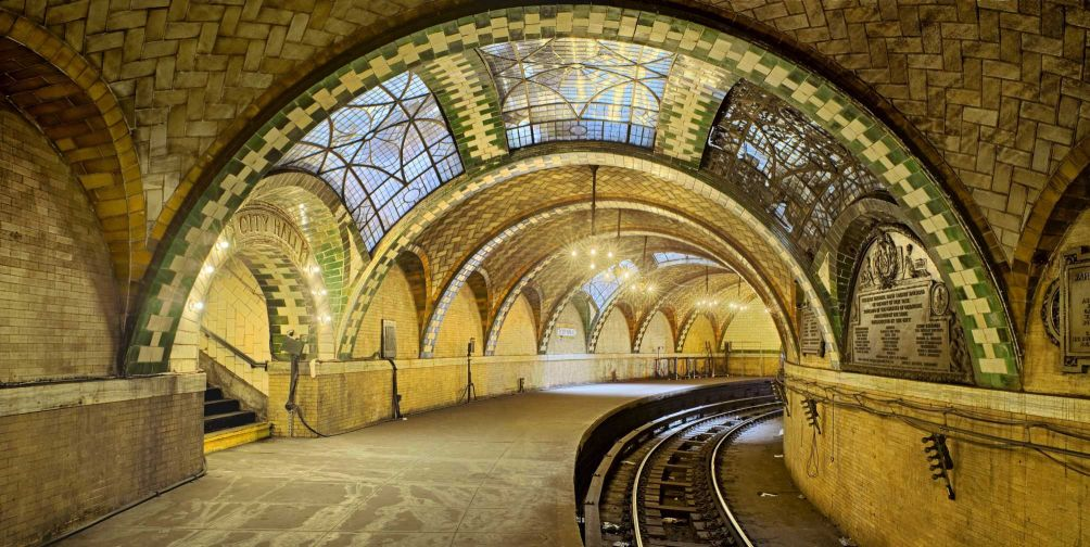 How to visit nyc s abandoned city hall subway station for Places to see in ny city